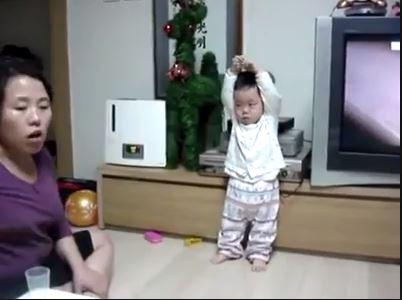 เด็กจีน โดนทำคุณแม่ทำโทษ น่ารักมาก ดูให้จบ
